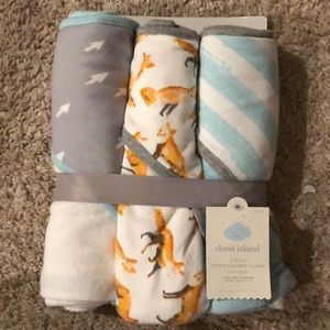 NWT hooded baby towels (fox)